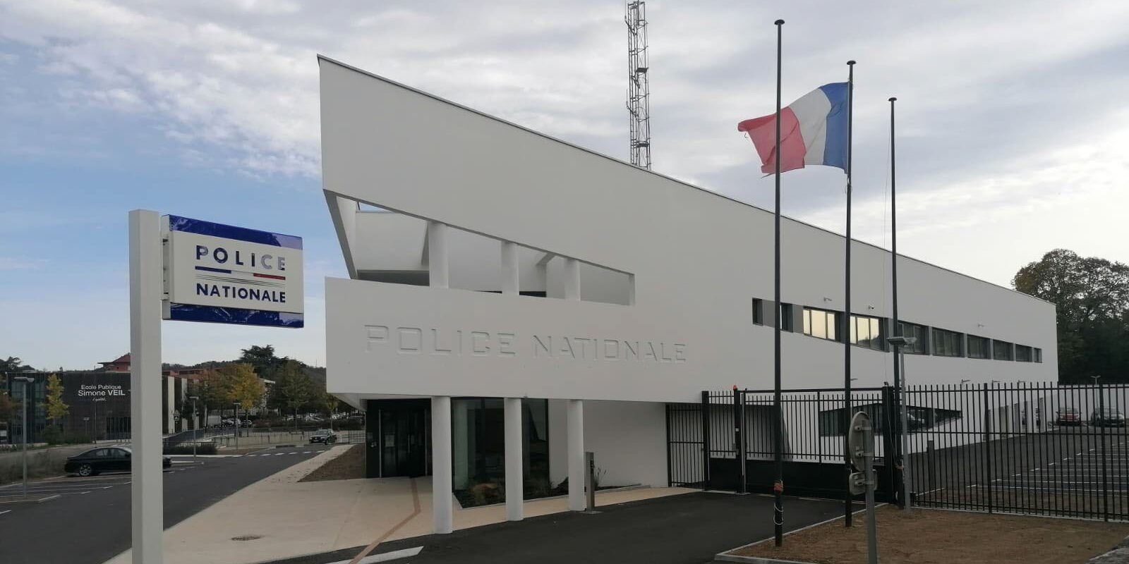 Commissariat De Bourgoin-Jailleu